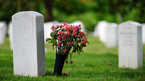 Xem tuổi người chết có phạm ngày trùng tang liên táng, trùng phục không?